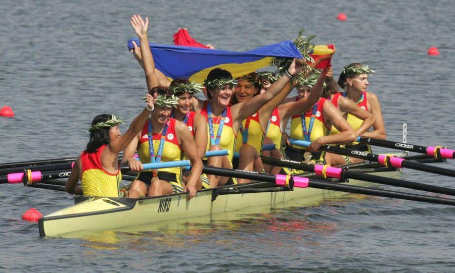 Elena Georgescu, Doina Ignat și Elisabeta Lipă în barca de 8 plus 1 campioană olimpică la Atena 2004 Foto Guliver/GettyImages