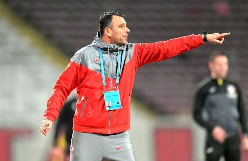 FCSB a învins-o pe CFR Cluj, scor 3-0, în derby-ul finalului de sezon regulat din Liga 1. Toni Petrea, antrenorul roș-albaștrilor, își laudă jucătorii pentru repriza a doua, când s-au reușit toate golurile.