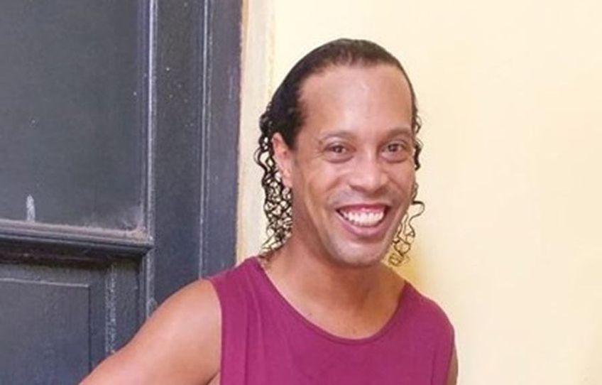 Ronaldinho a intrat în direct într-o transmisie televizată, din arestul la domiciliu