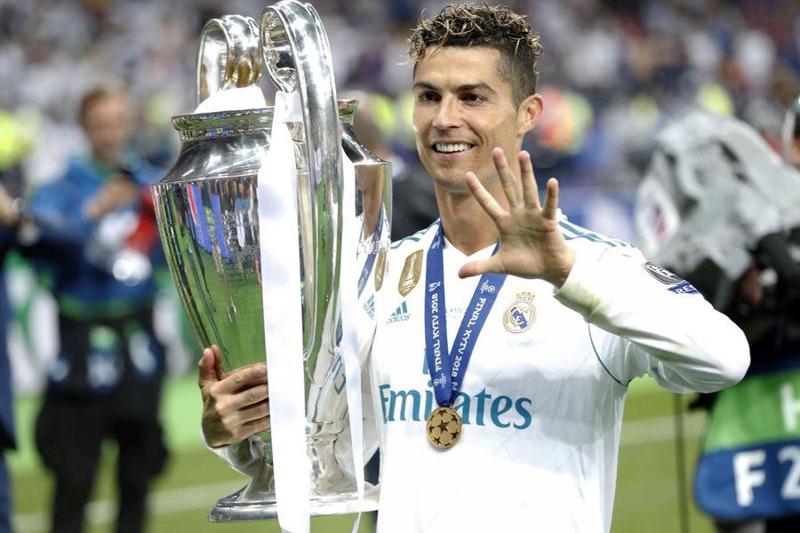 Cristiano Ronaldo cu trofeul său favorit