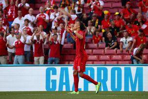 Încă un incident la Euro 2020! Un fan aproape să intre în vestiar la Belgia - Danemarca