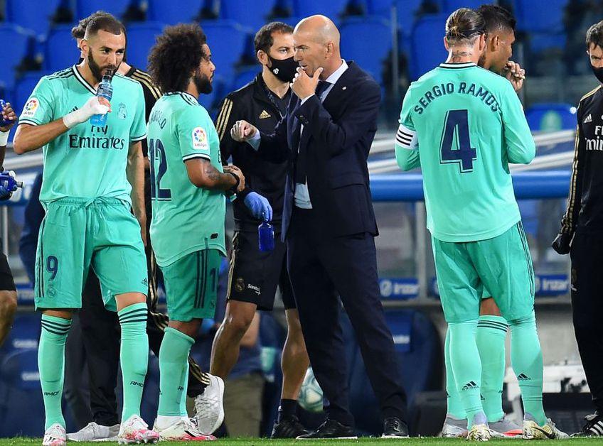 Zidane, între jucătorii lui Real Madrid, foto: Guliver/gettyimages