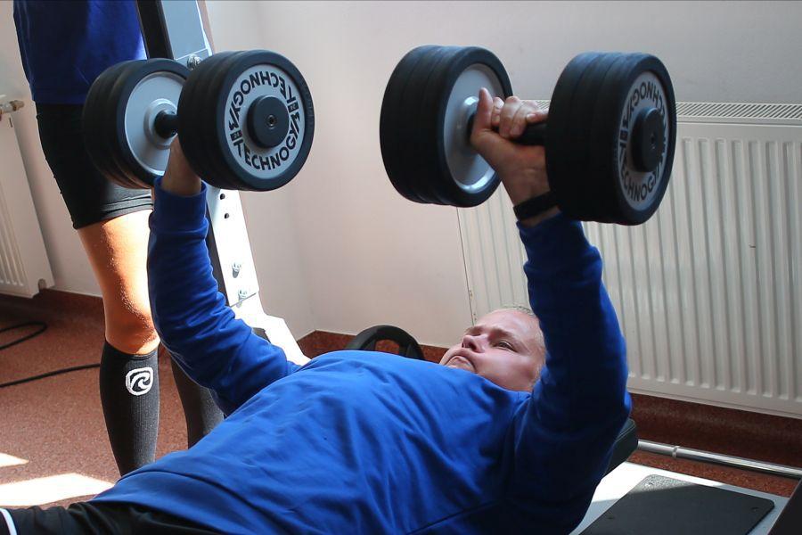 Maren Aardahl a impresionat prin forță. Ridică ganterele de 24 de kilograme fiecare FOTO Marius Ionescu