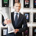 Trofeul Europa Conference League, prezentat de președintele UEFA // foto: UEFA