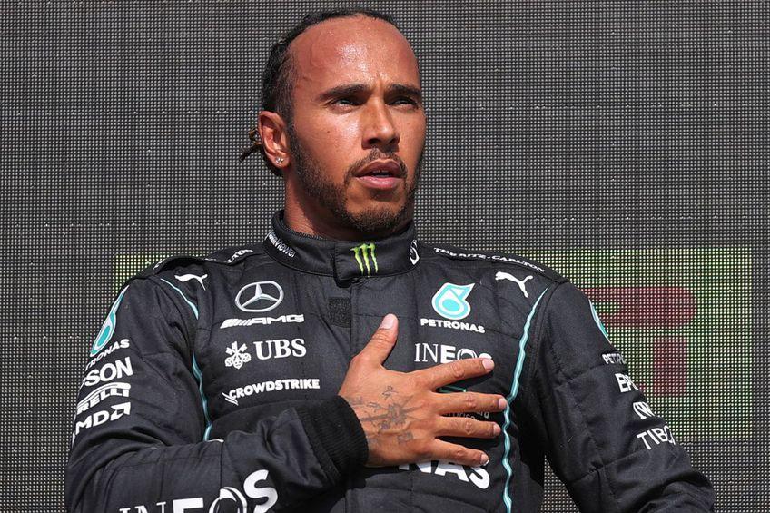 În ultimele ore, Lewis Hamilton (36 de ani) a fost vizat de atacuri rasiste pe rețelele de socializare. Totul după cursa de Formula 1 desfășurată duminică, în Marea Britanie.