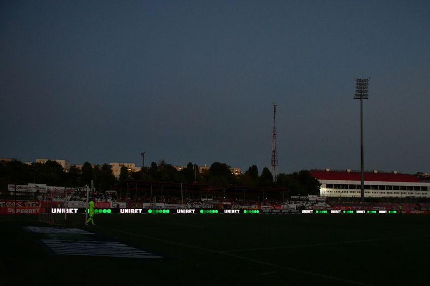 FC Botoșani a învins-o pe Dinamo, scor 2-1, chiar pe arena din Ștefan cel Mare. Partida a avut și un moment de incertitudine, în minutul 36, când nocturna stadionului s-a stins.
