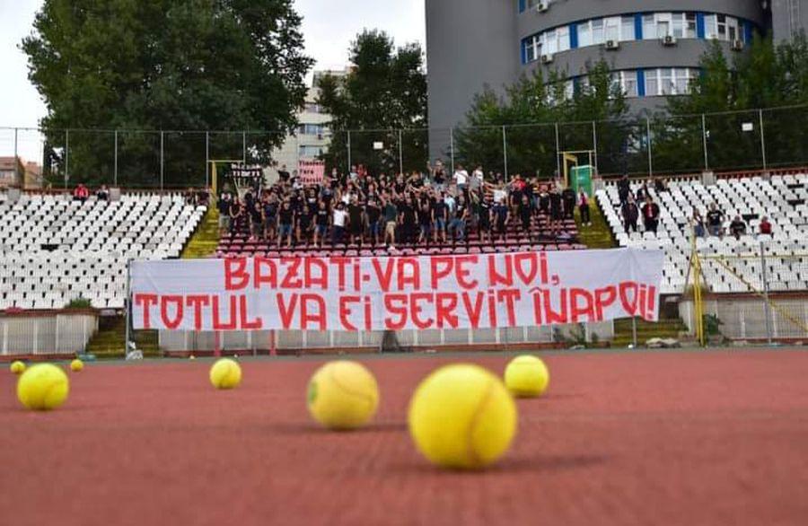 """Fanii lui Dinamo n-au trecut peste umilința cu FCSB! Scenografia afișată la meciul cu Botoșani: """"Totul va fi servit înapoi"""""""