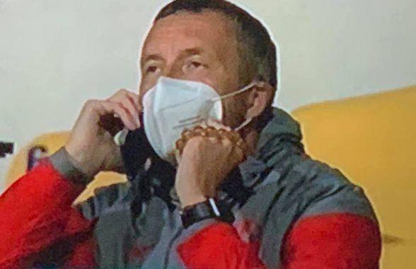 Mihai Stoica, surprins vorbind la telefon înaintea pauzei din Clinceni - FCSB! Ce a urmat