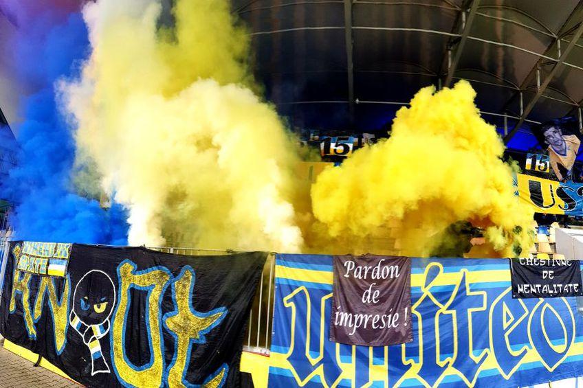 Fanii Petrolului și-au pierdut răbdarea cu jucătorii / Sursă foto: Facebook Peluza Latină
