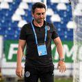 """Ilie Poenaru, 44 de ani, antrenorul celor de la Academica Clinceni, și-a """"urecheat"""" jucătorii pentru golul primit în partida cu FC Argeș (1-1)."""
