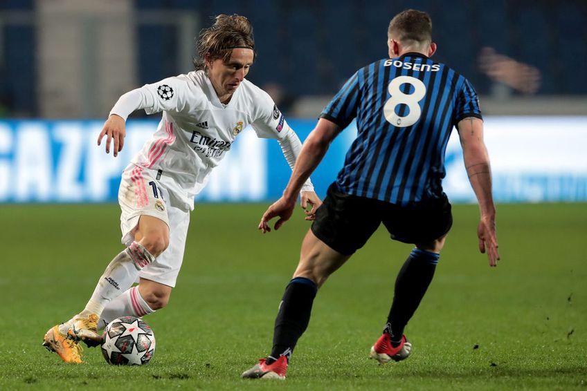 Robin Gosens, în duel cu Luka Modric // foto: Guliver/gettyimages