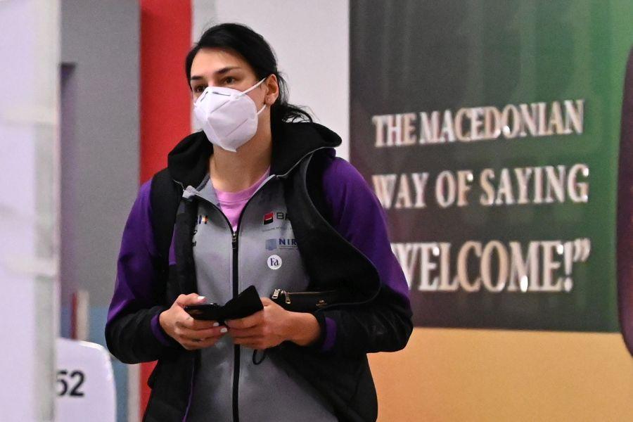 Cristina Neagu pe aeroportul din Skopje, omediat după aterizare