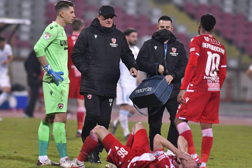 Liviu Bătineanu (al doilea din stânga) a părăsit postul de medic al lui Dinamo