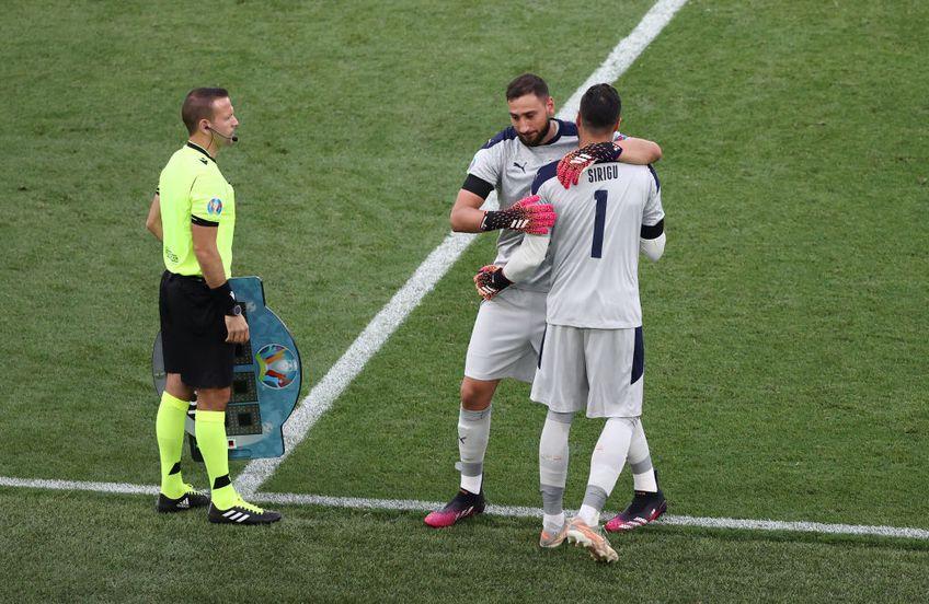 Gianluigi Donnarumma (22 de ani) a fost înlocuit cu Salvatore Sirigu (34 de ani), în minutul 89 al victoriei obținute de Italia în fața Țării Galilor, scor 1-0, în ultima rundă a grupei A de la Euro 2020.