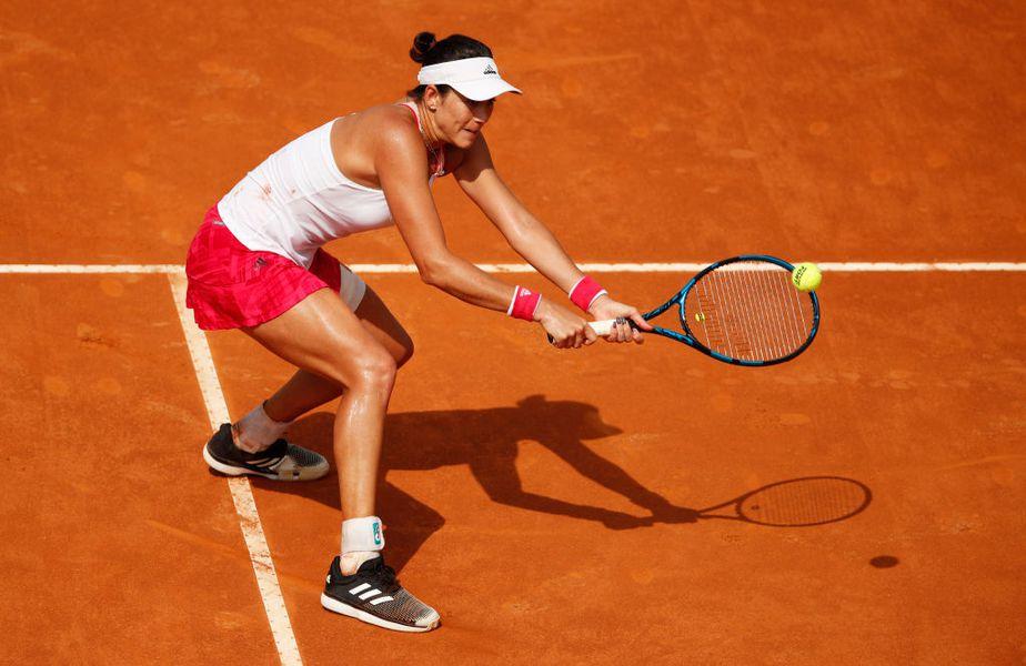 Simona Halep (28 de ani, 2 WTA) și Garbine Muguruza (26 de ani, 17 WTA) se înfruntă în prima semifinală feminină de la Roma. Norocul ibericei din setul secund a enervat-o pe Simona.