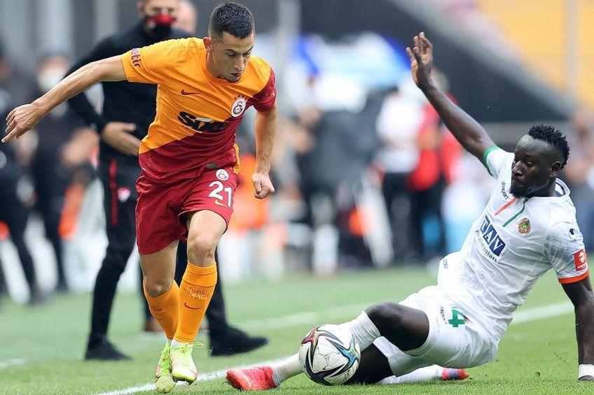 Olimpiu Moruțan (stânga), în Galatasaray - Alanyaspor 0-1 // foto: Facebook @ Galatasaray