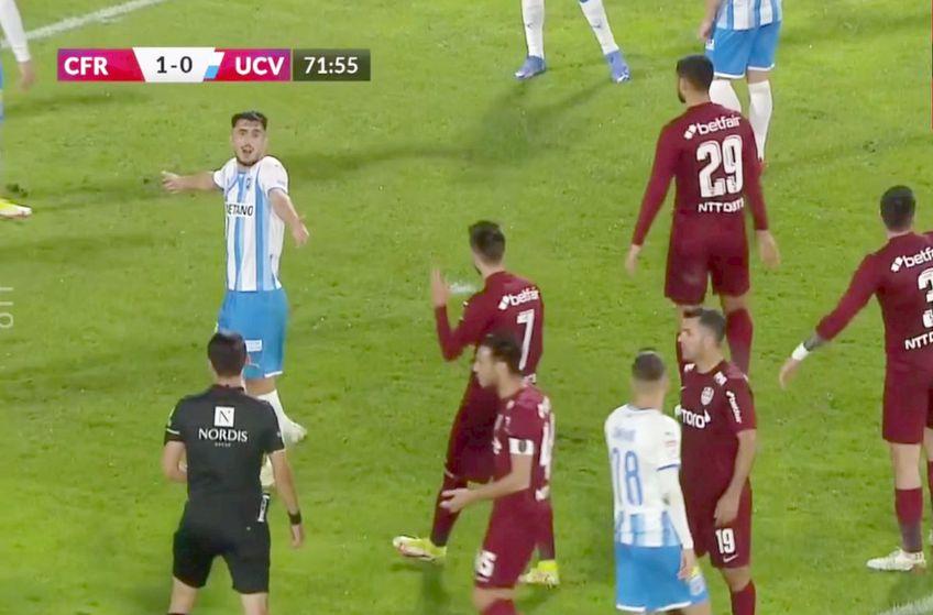 CFR Cluj ar fi trebuie să beneficieze de un penalty în minutul 72 al disputei cu CS Universitatea Craiova, la scorul de 1-0, pentru un fault comis de Nicușor Bancu asupra lui Cristi Manea.