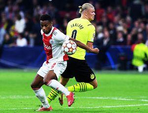 Borussia Dortmund a suferit cea mai severă înfrângere din istoria participărilor în Ligă! Antrenorul abia și-a găsit cuvintele
