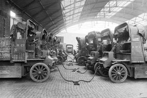 Au existat mașini electrice încă din 1917? Povestea fascinantă a unei imagini care face înconjurul lumii