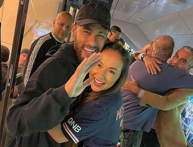 """Vedeta din Romania care s-a luat în brațe cu Neymar pe stadion: """"Îmi trimit copilul să joace la Paris"""