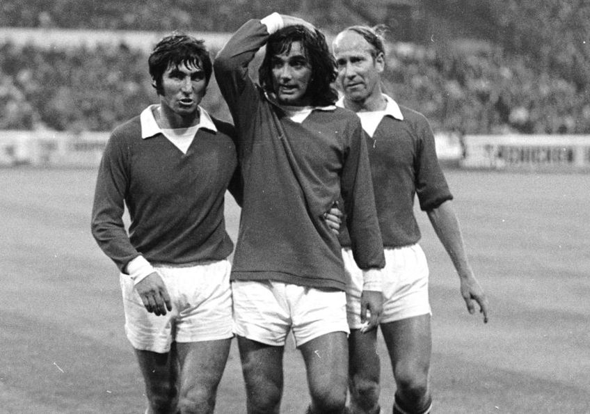 George Best, centru, încadrat de Bobby Charlton (stânga) și Tony Dunne (dreapta) foto: Guliver/gettyimages
