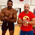 Benny Adegbuyi (35 de ani) l-a învins pe marocanul Badr Hari (36 de ani) în gala Glory 76. Ciprian Sora, unul dintre cei mai importanți luptători de kickboxing din istoria României, a avut un mesaj pentru criticii lui Benny.