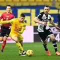 Răzvan Marin (galben), în Cagliari - Udinese 1-1 // foto: Guliver/gettyimages