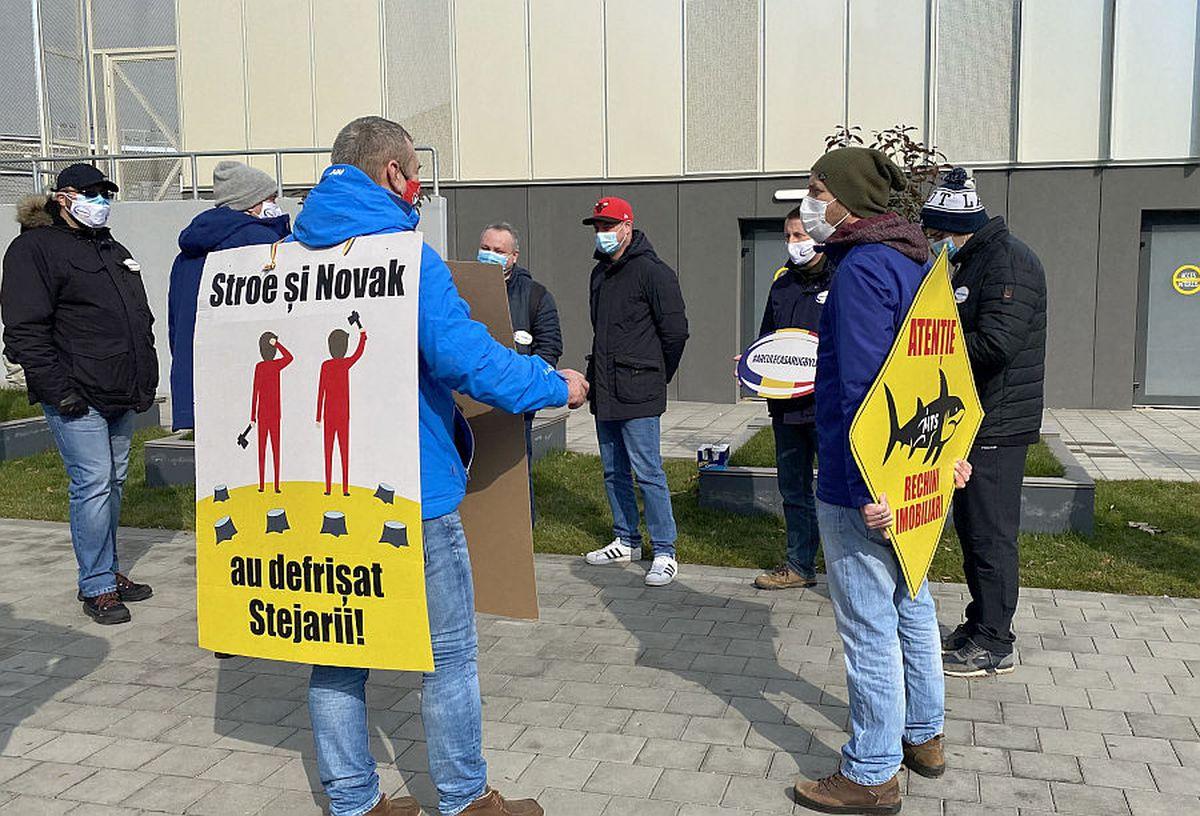"""FOTO EXCLUSIV Un nou protest la stadionul """"Arcul de Triumf""""! Fanii rugby-ului îi atacă pe Novak și Stroe"""