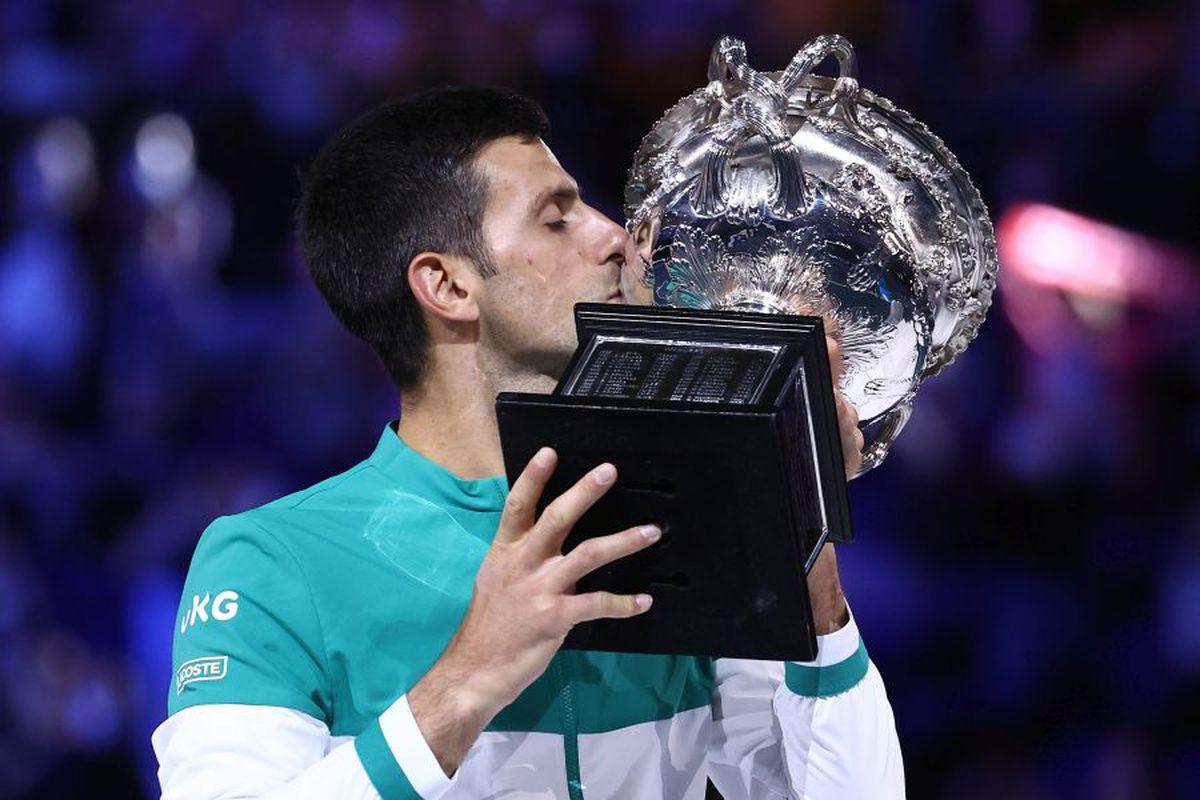 Novak Djokovic SUPREM. L-a învins clar pe Daniil Medvedev în finala Australian Open și are 18 titluri de Grand Slam!