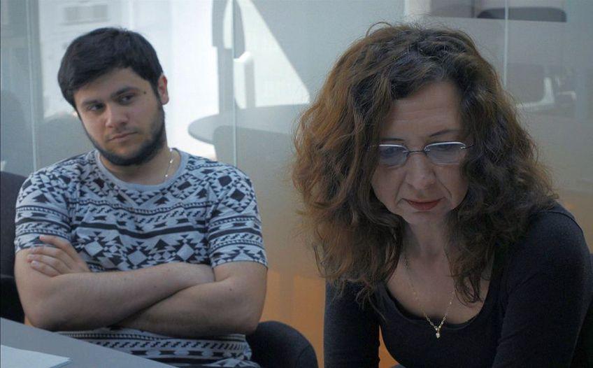 """""""Pe măsură ce ziarele se închid, ajunge un documentar românesc (nominalizat la Oscar) să ne reamintească de frumusețea unei profesii «fără pată»"""", consemnează presa din Peninsulă pe marginea documentarului """"Colectiv"""""""