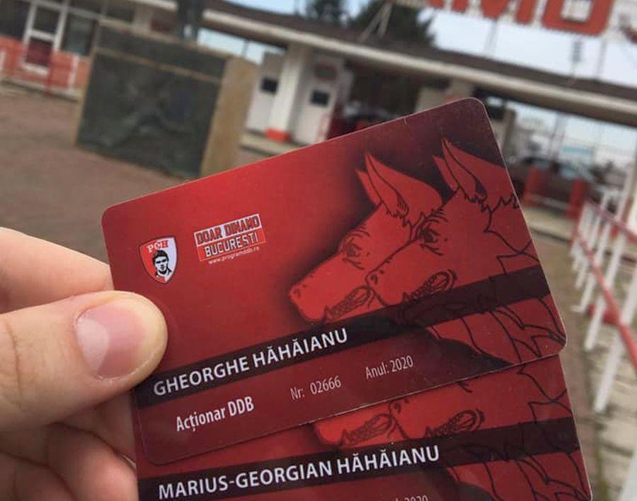 Gheorghe Hăhăianu se mândrește pe Facebook cu cardurile DDB ale familiei