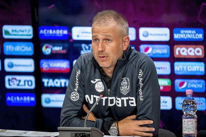 Edi Iordănescu a explicat de ce l-a schimbat pe Arlauskis la pauză și de ce nu o scoate încă pe Craiova din calculele la titlu