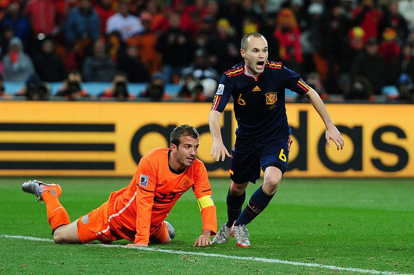 Van der Vaart, asistând la golul decisiv marcat de Iniesta în finala Mondialului din 2010, Spania - Olanda 1-0