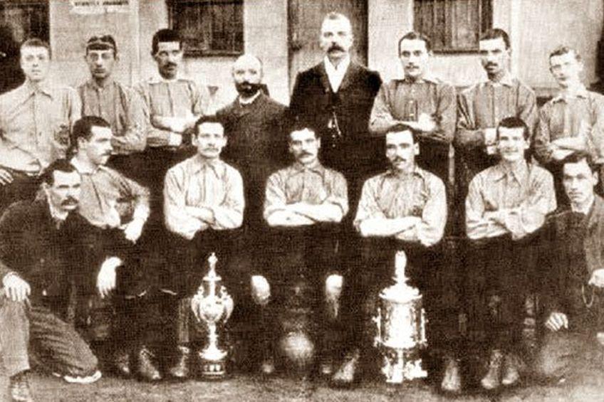 Echipa Linfield din 1981, anul în care a cucerit primul titlu.
