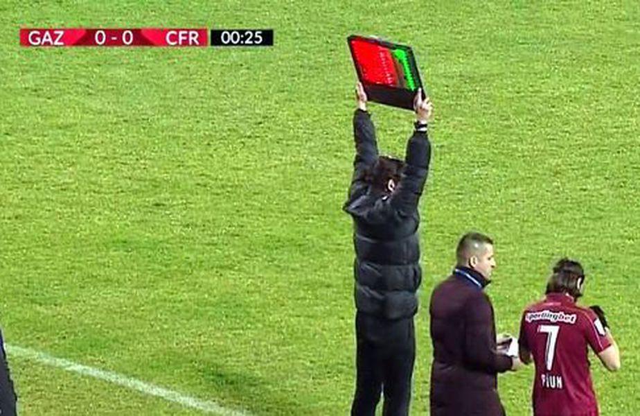 Alin Fica (19 ani), jucătorul înlocuit de Dan Petrescu după doar 39 de secunde în campionatul trecut, a fost împrumutat de CFR Cluj la Rapid.
