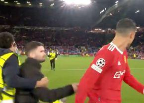 Cristiano Ronaldo, ținta unui suporter pe Old Trafford » Cum a reacționat după ce a fost tras de tricou