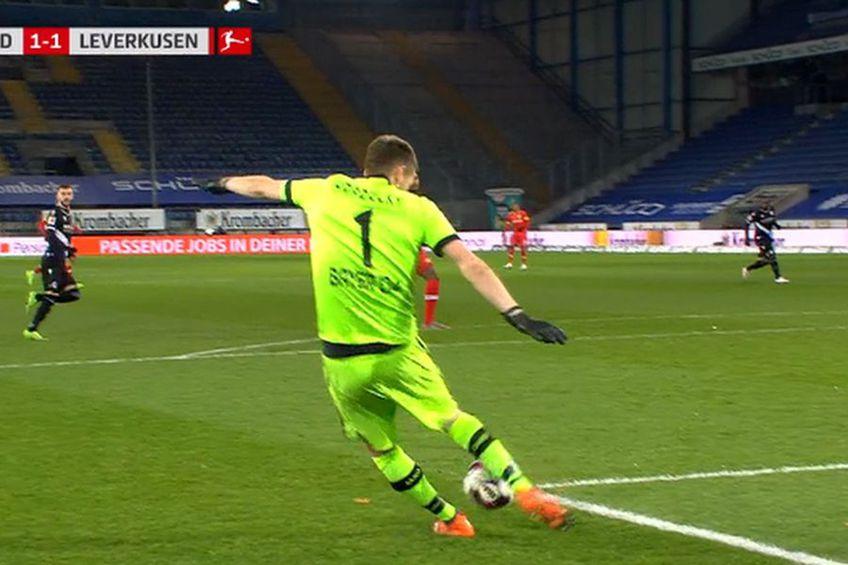 Momentul autogolului semnat de Lucas Hradecky // foto: Captură @ Telekom Sport