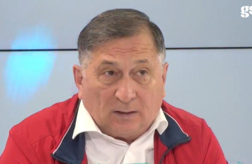 Ion Crăciunescu  (70 de ani) a dat verdictul în cazul celor două posibile penalty-uri, câte unul cerut de fiecare tabără.