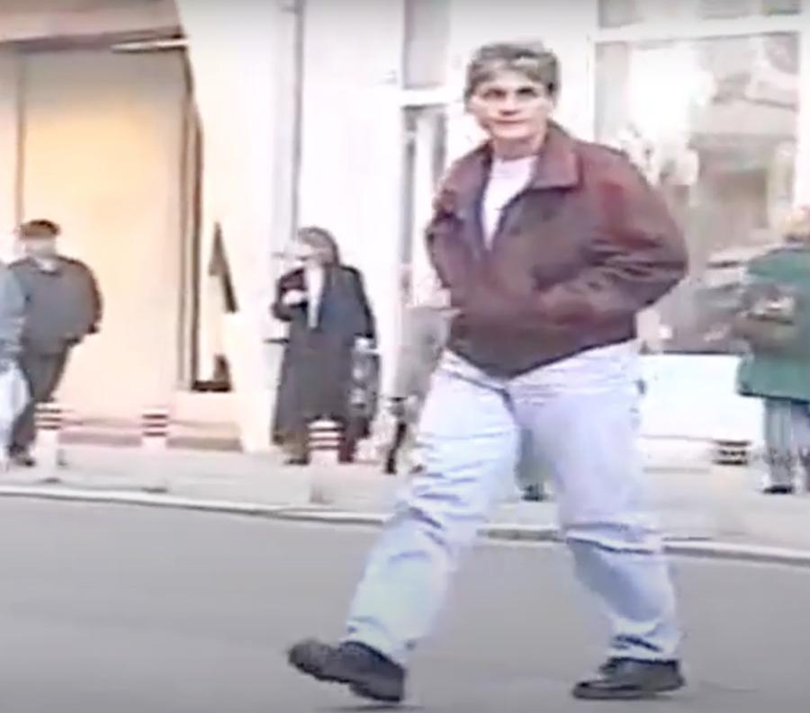 Mariana Cetiner, pe Calea Victoriei, în 1998