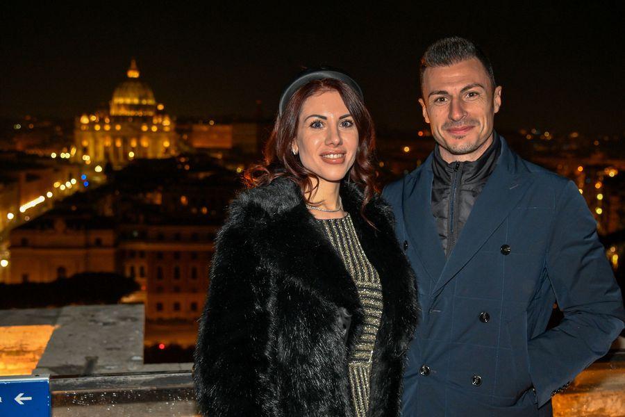 Alexandra și Ștefan, la castelul Sant'Angelo, având în spate Basilica San Pietro FOTO Guliver/GettyImages