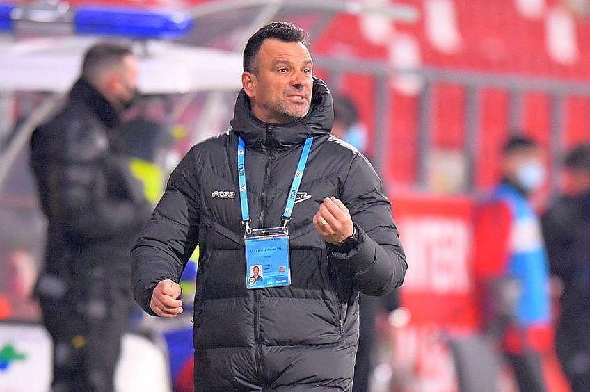FCSB a învins Academica Clinceni, scor 2-0. Antrenorul Toni Petrea (46 de ani) îl laudă pe Florin Tănase (26 de ani), autorul ambelor goluri, dar acordă credite întregii echipe.