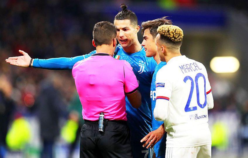Cristiano Ronaldo protestează în fața arbitrului la un meci al lui Juventus, foto: Guliver/gettyimages