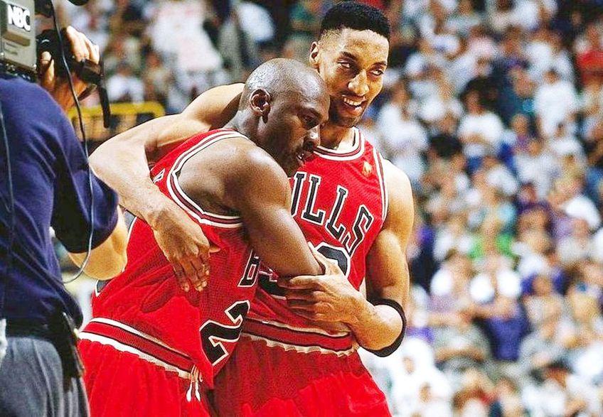 Michael Jordan, stânga, și Scottie Pippen la Chicago Bulls