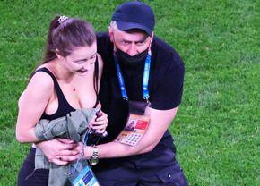 FOTO Imaginile de senzație la EURO: ce mesaj avea pe tricou o fană care a invadat terenul