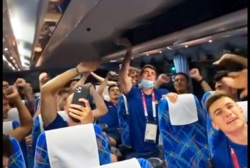 """România a câștigat primul meci de la Jocurile Olimpice, 1-0 cu Honduras. """"Tricolorii"""" au declanșat sărbătoarea în autocar, în drum spre hotel."""