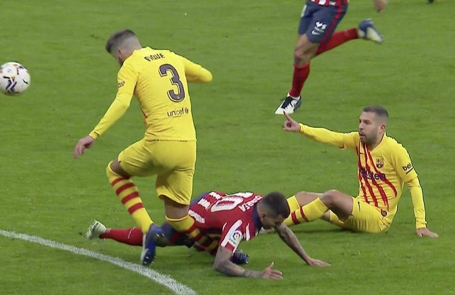 Pique, stoperul catalan, accidentat în minutul 62 al meciului cu Atletico Madrid, scor 0-1, are leziuni la ligamentul încrucișat anterior și la ligamentul colateral medial. Între trei și cinci luni de pauză!