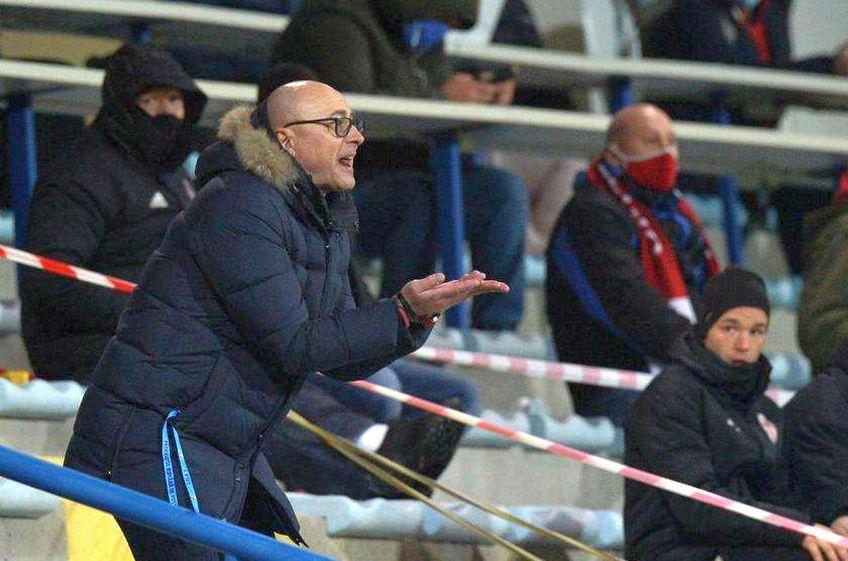 Leo Grozavu, antrenorul lui Sepsi, a explicat pe larg ceea ce s-a întâmplat la pauza meciului cu FCSB (1-1), când a avut un schimb de replici cu Valentin Crețu, unul dintre cei mai experimentați jucători din lotul roș-albaștrilor.