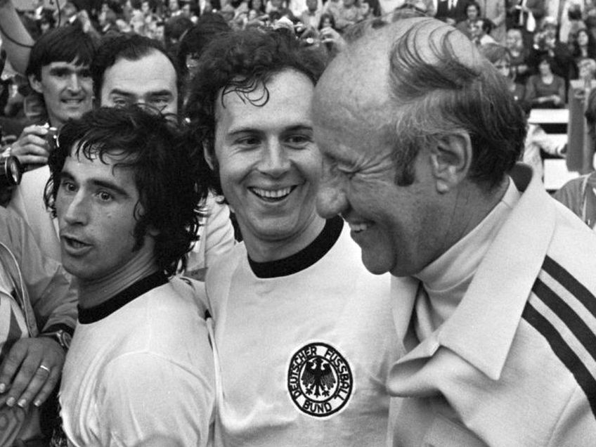 Helmut Schon (primul din dreapta)