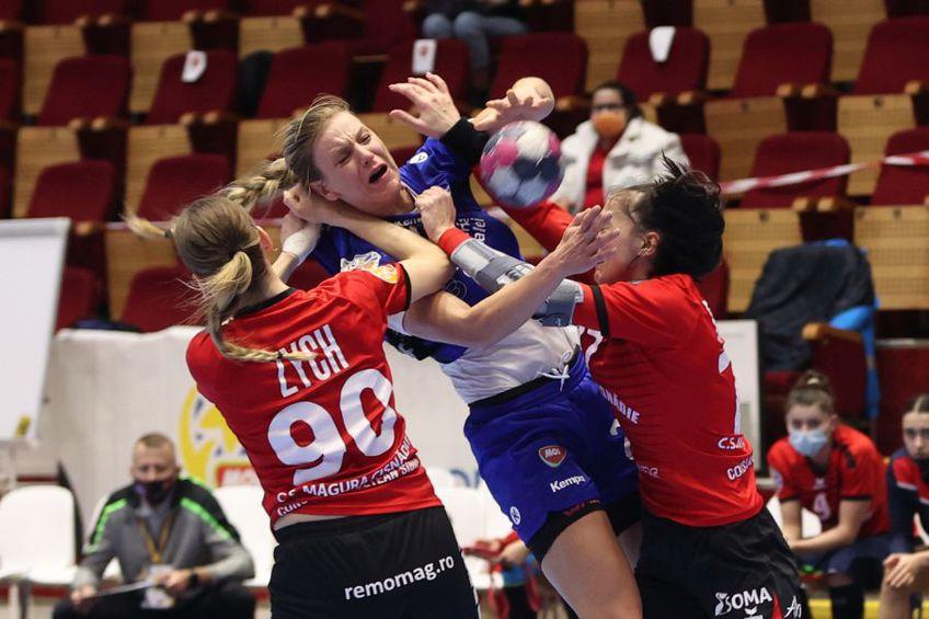 Barbara Lazovici în duel cu Aleksandra Zych și Valentina Bardac FOTO sportpictures.eu