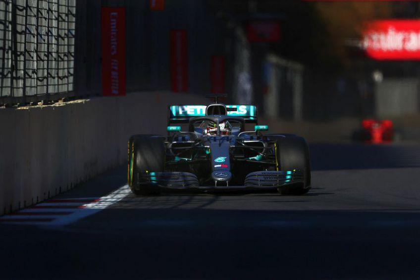 Lewis Hamilton concurând în MP al Azerbaidjanului în 2019